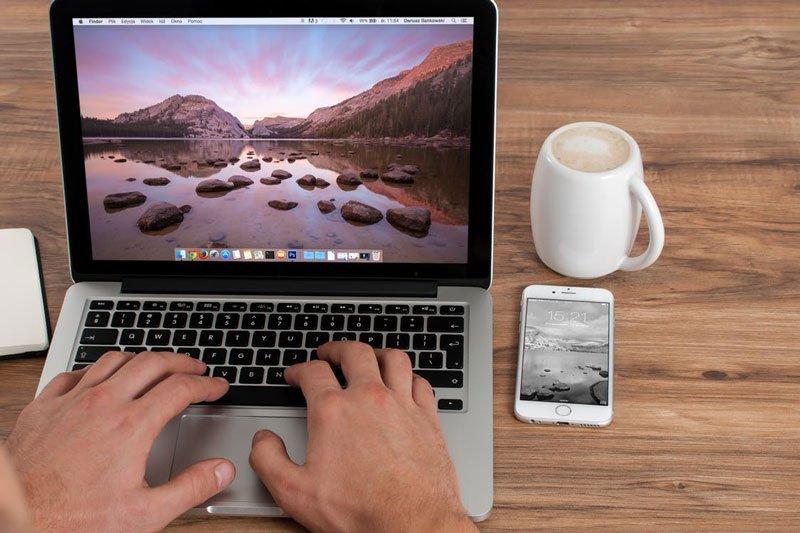 moovly-freelance-professionals-laptop